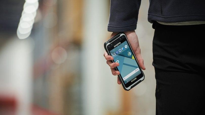 handheld nautiz x6 in logistic environment