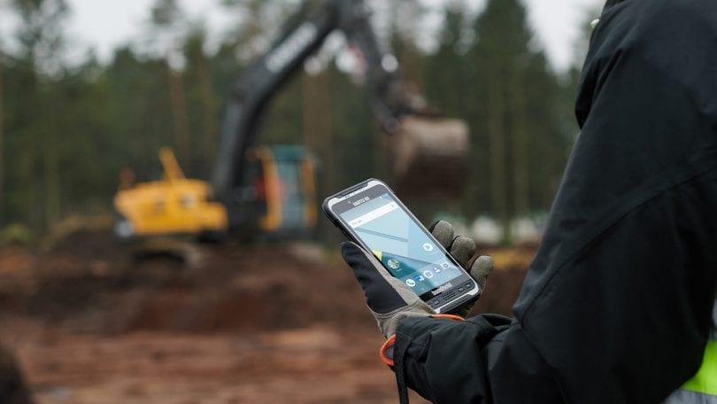 handheld nautiz x6 in field
